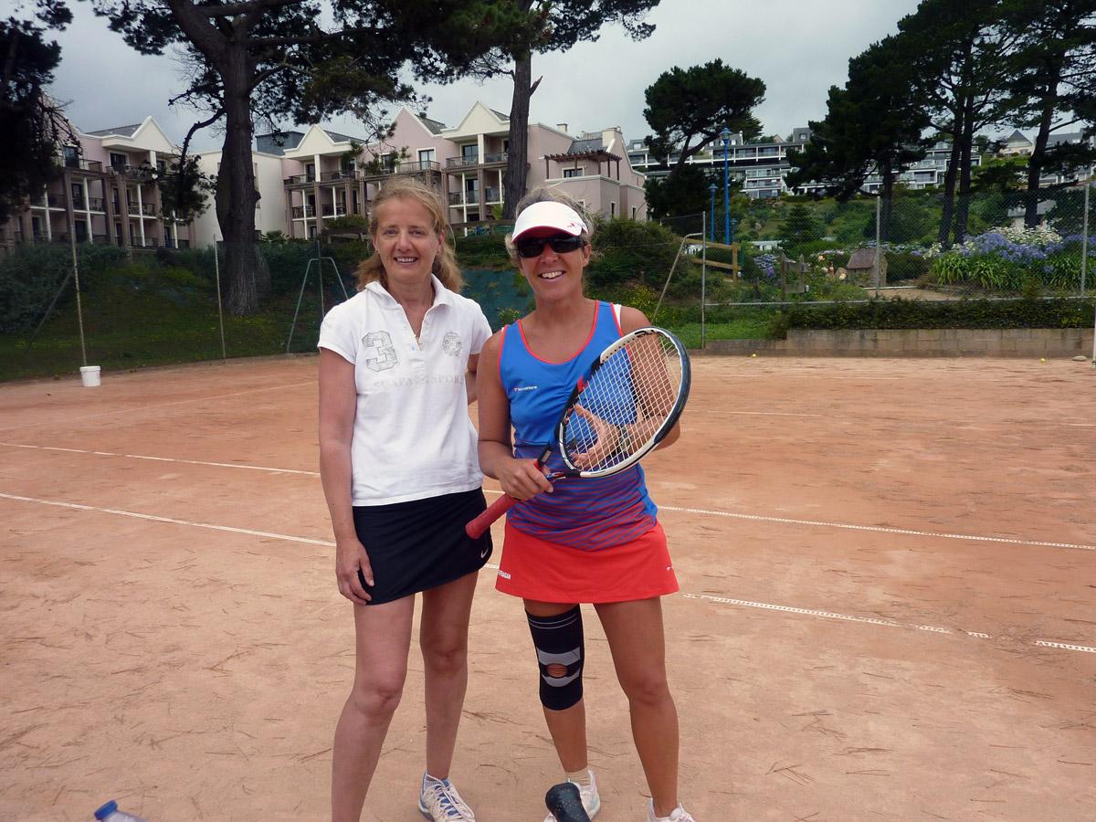 Anne-Frédérique en plein cours de tennis à Perros-Guirec
