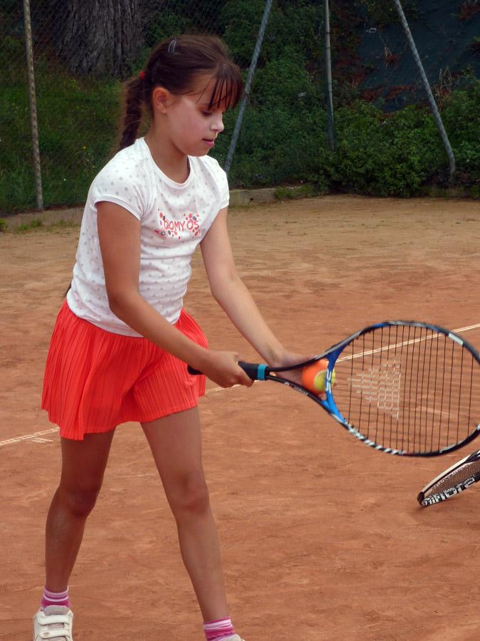 Apprentissage du service au tennis de Perros-Guirec