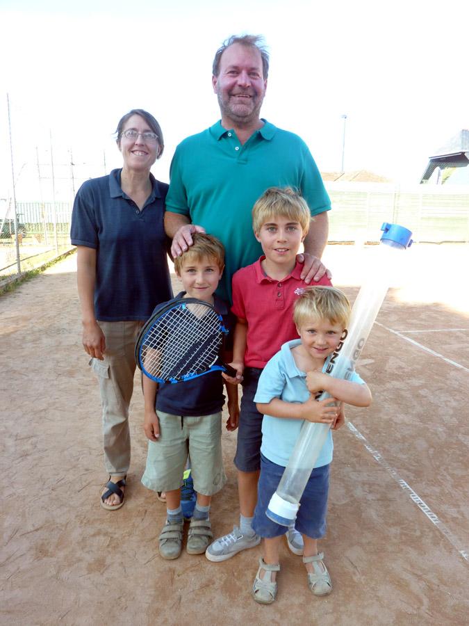 Une famille au tennis à Perros-Guirec